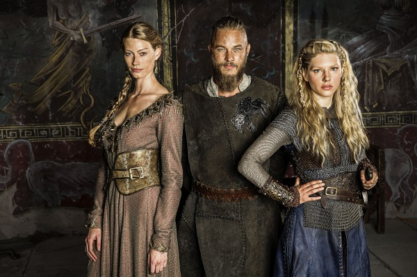 Vikings-Princess-Aslaug-Alyssa-Sutherland-Ragnar-Lothbrok-Travis-Fimmel-and-Lagertha-Katheryn-Winnick-600x399